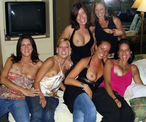 gruppe nackt selfie