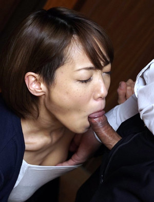 Petite asian college girl takes off..