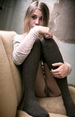 Nackt jung knackig Nackt nimmt