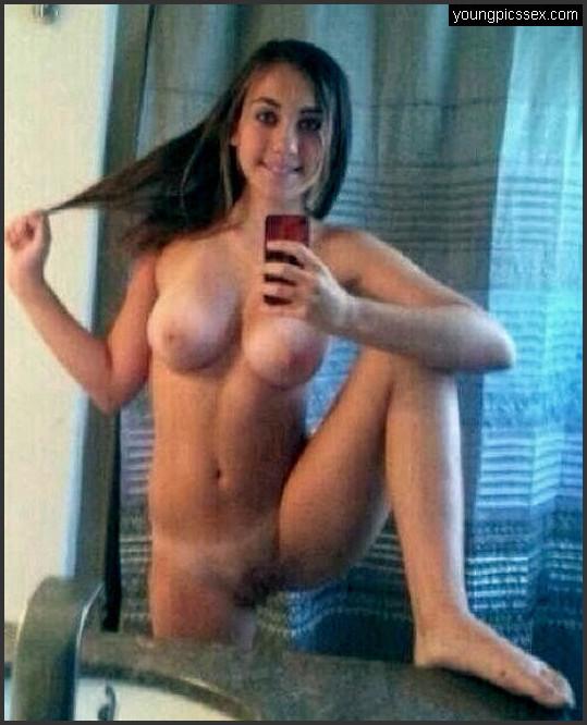 Nackt selfies von jungen frauen